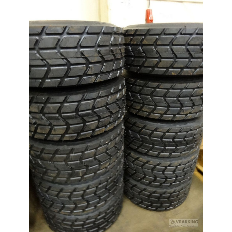 30x11.5-14.5 retread with XS profile