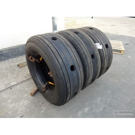 Pile aircrafttire dock fender