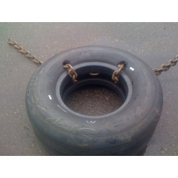 Connected with chain true the tire bead
