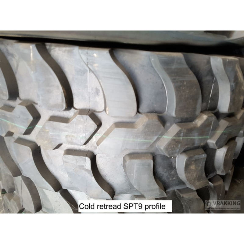 46x17.0R20 (450/70R20 or 18R20) retread with track profile SPT9