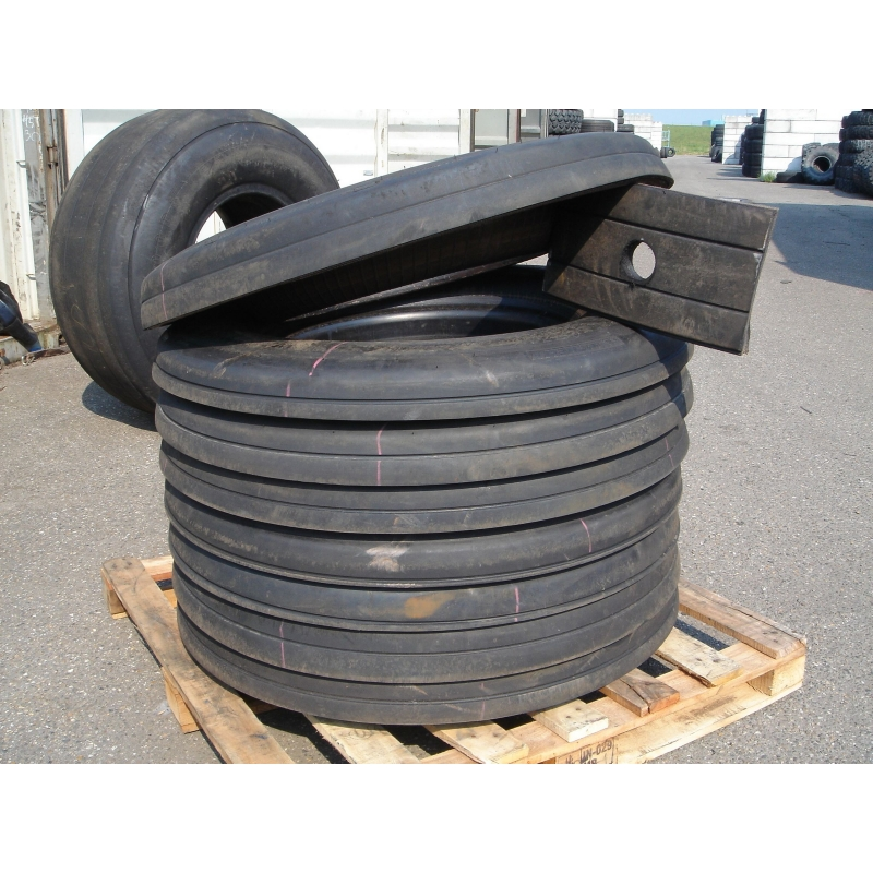 Aircrafttire sides stacked